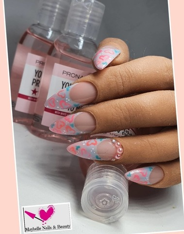 Maybelle Nails & Beauty - Manicure